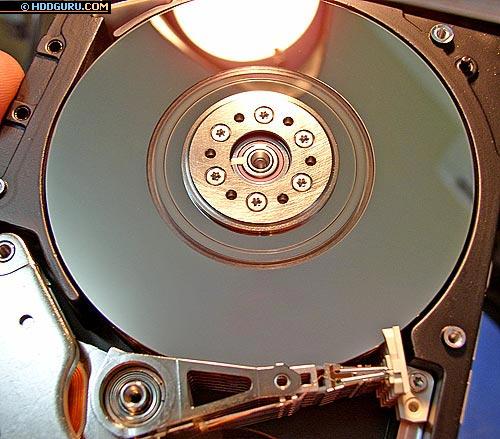 Запил четырехпластинного (8 головок) SCSI накопителя IBM, произошедший по причине незапарковавшихся головок