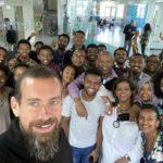 Основатель Twitter планирует переехать в Африку