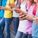Ученые рекомендуют родителям не запрещать детям пользоваться гаджетами